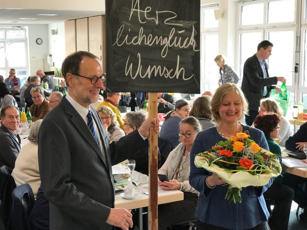 Der scheidende Superintendent Reinhard Bartha und die neue Superintendentin Almut van Niekerk